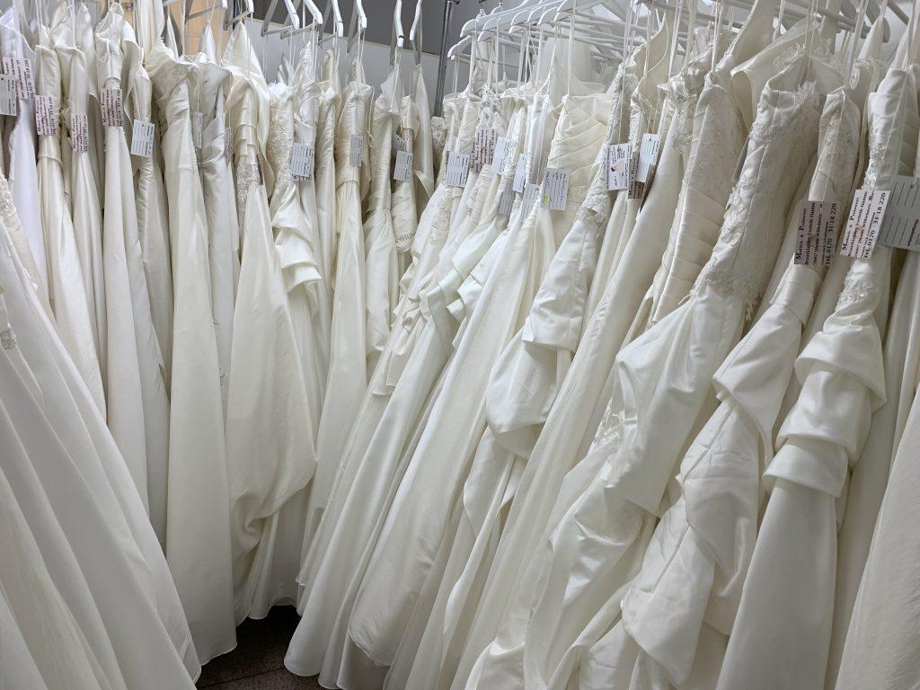 Brautkkleider Abendkleider günstig reduziert Hamm Moni's Braut- und Abendmoden Fundgrube
